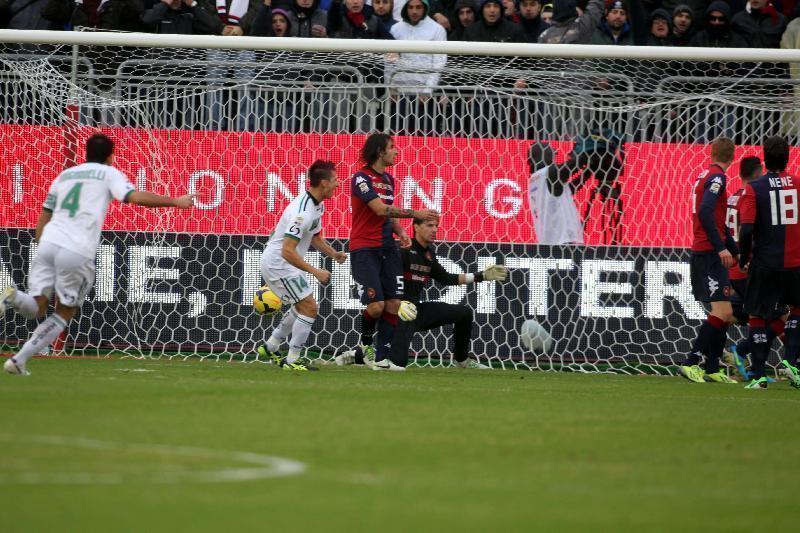 Il primo gol del Sassuolo. L'ennesimo subito dal Cagiari su palla da fermo