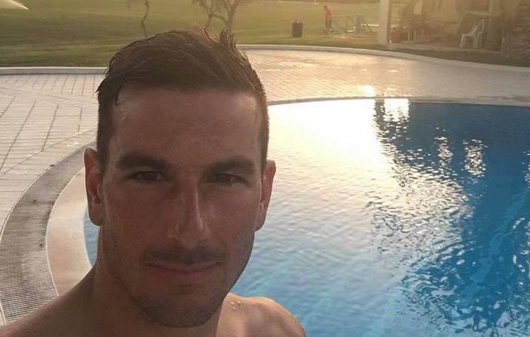 Cagliari bagno in piscina per alleviare il caldo foto i for Bagno caldo durante il ciclo
